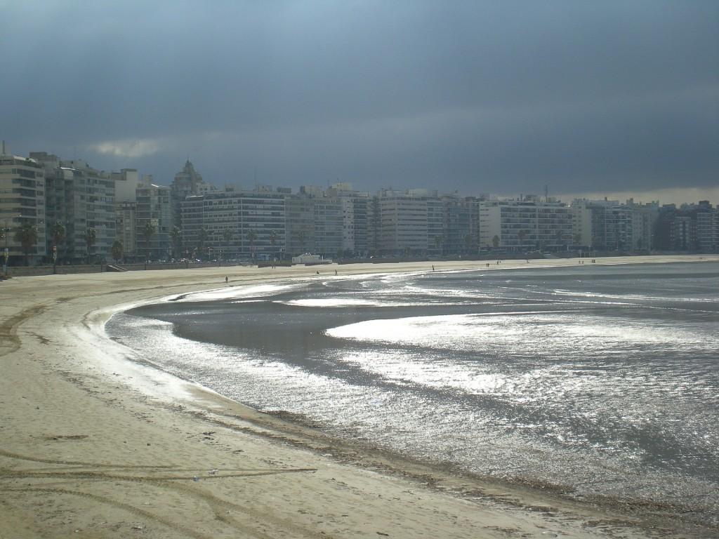 uruguay-rambla-613111_1920