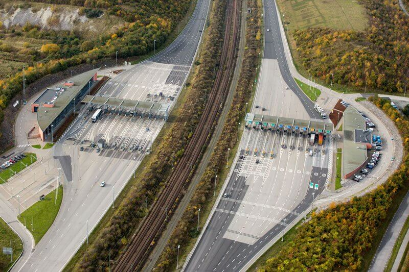 Bridge-that-turns-into-a-Tunnel-and-Connects-Denmark-and-Sweden-2