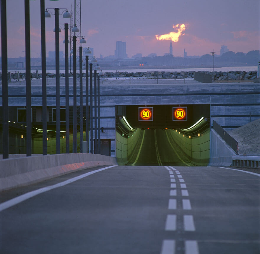 Bridge-that-turns-into-a-Tunnel-and-Connects-Denmark-and-Sweden-4