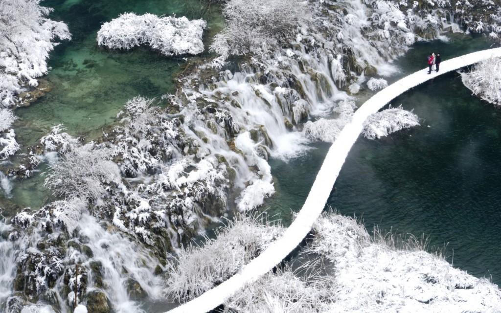 Plitvice-National-Park-Croatia-–-frozen-waterfalls