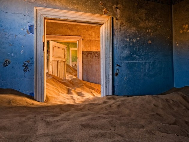 02-Kolmanskop-in-the-Namib-Desert-630x472