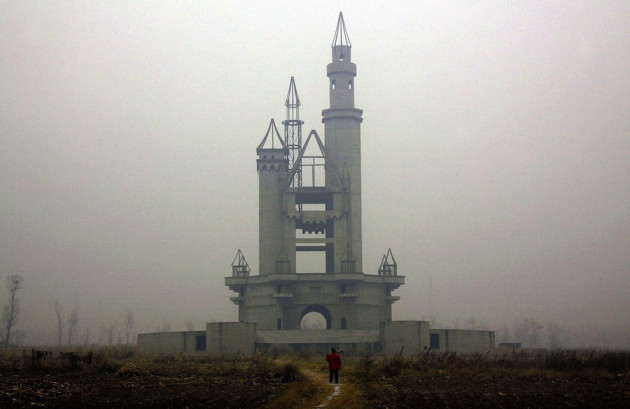 04-The-abandoned-Wonderland-Amusement-Park-outside-Beijing-China-630x409