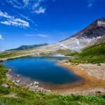 Синьото езеро, което пази 11-хиляден град от вулкан