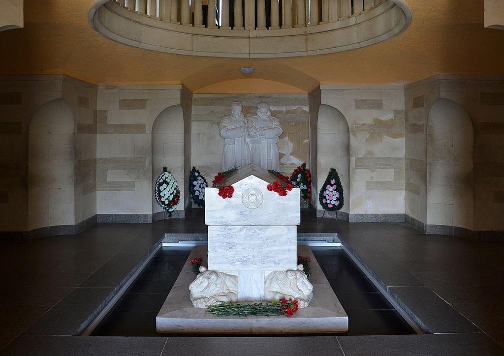 Shipka_Memorial_-_interior