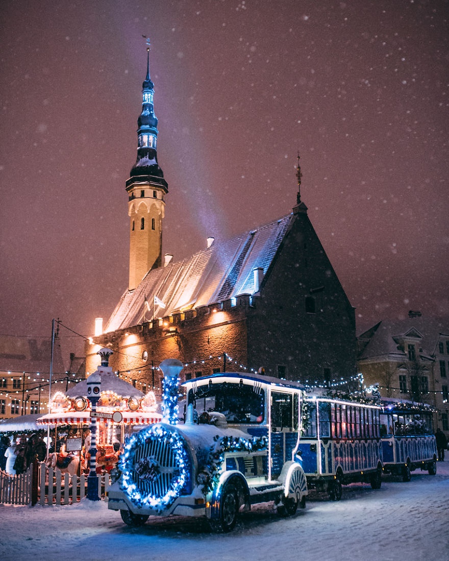after-missing-my-bus-i-decided-to-walk-home-in-a-blizzard-and-photograph-my-city-tallinn-25__880