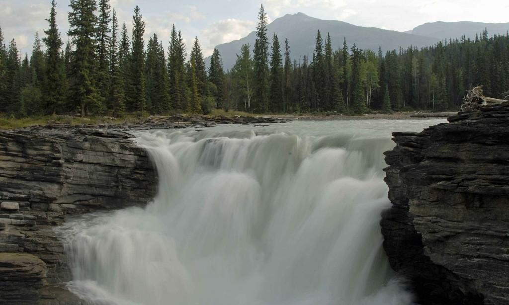 athabasca-falls-599391_1920