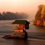 Плаващата къща - едно от седемте чудеса на Сърбия