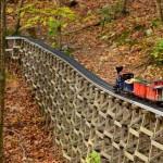 Миниатюрна ЖП атракция в горите на Бостън
