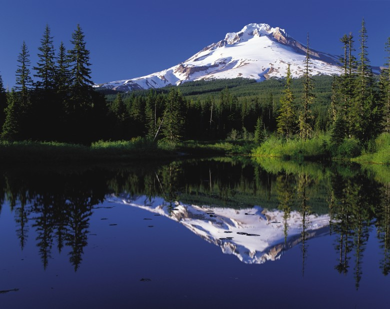 Mount_Hood_reflected_in_Mirror_Lake_Oregon-1