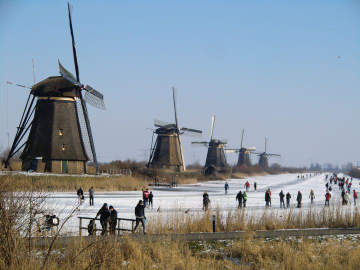 kinderdijk-holland-in-winter