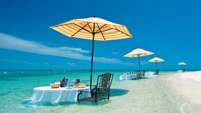 sandals-whitehouse-water-dining1