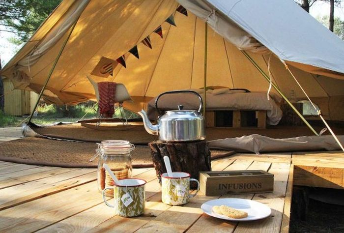 forest_days_breakfast_open_tent-574x389