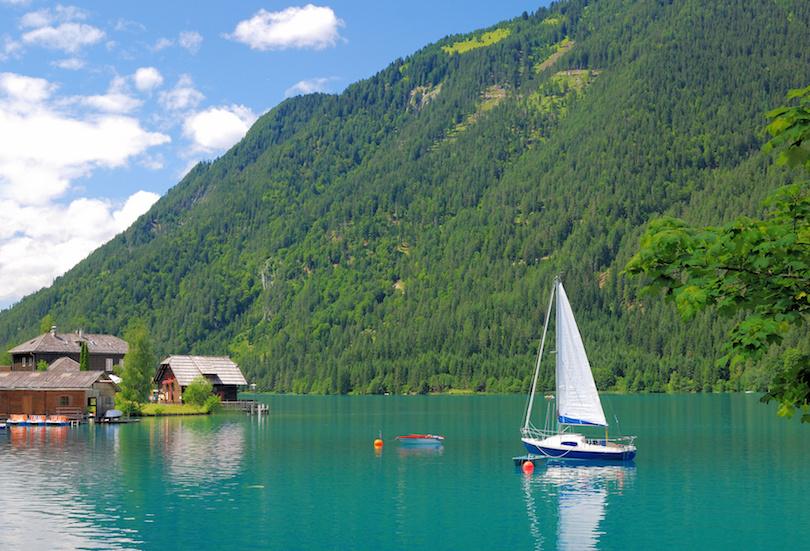 am beliebten Weissensee in der Krntener Seenregion