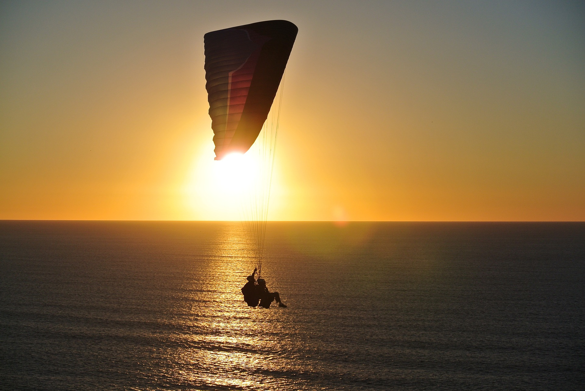paragliding-918721_1920
