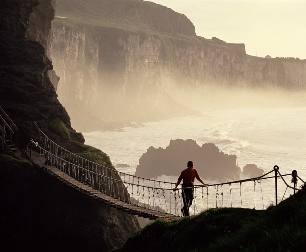 Въженият мост Карик-а-Реде в графство Антрим в Северна Ирландия.