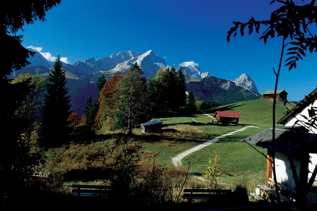 2_goldener_herbst_in_den_bayerischen_alpen_-_c_bayern_tourismus_marketing_gmbh_ret