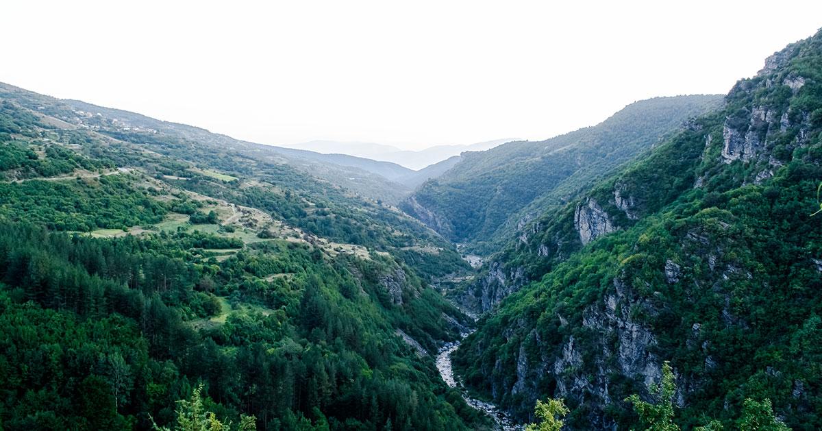 """Пейзаж с река от """"Тъмна_гора"""""""