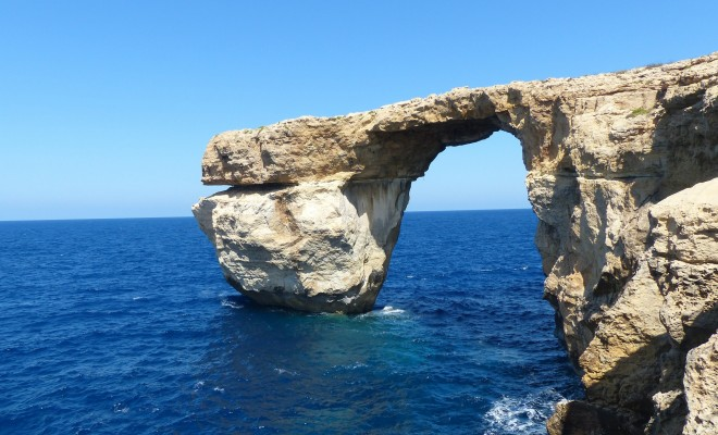 malta_blue_window