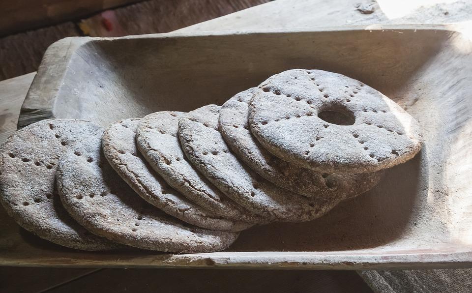 хляб, питка, трапеза