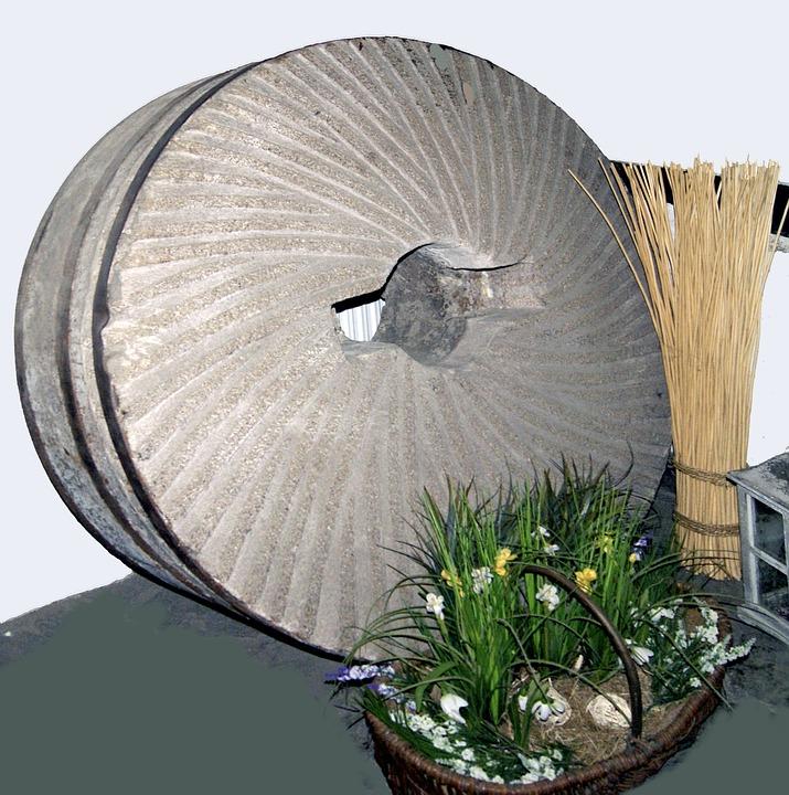 Воденичен камък от мелница за мелене на брашно