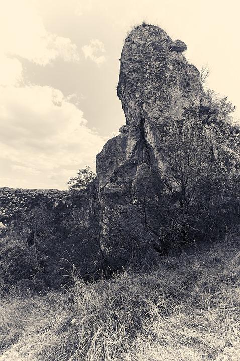 Ивановски скални манастири, скала